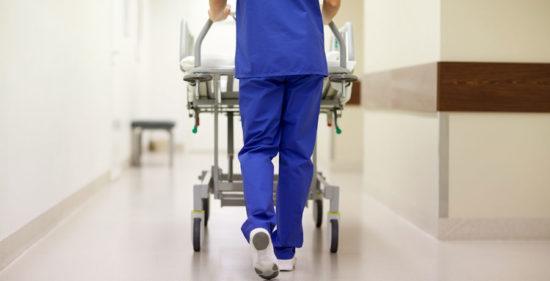 Tät kontakt med företag och universitet för att hitta vårdpersonal