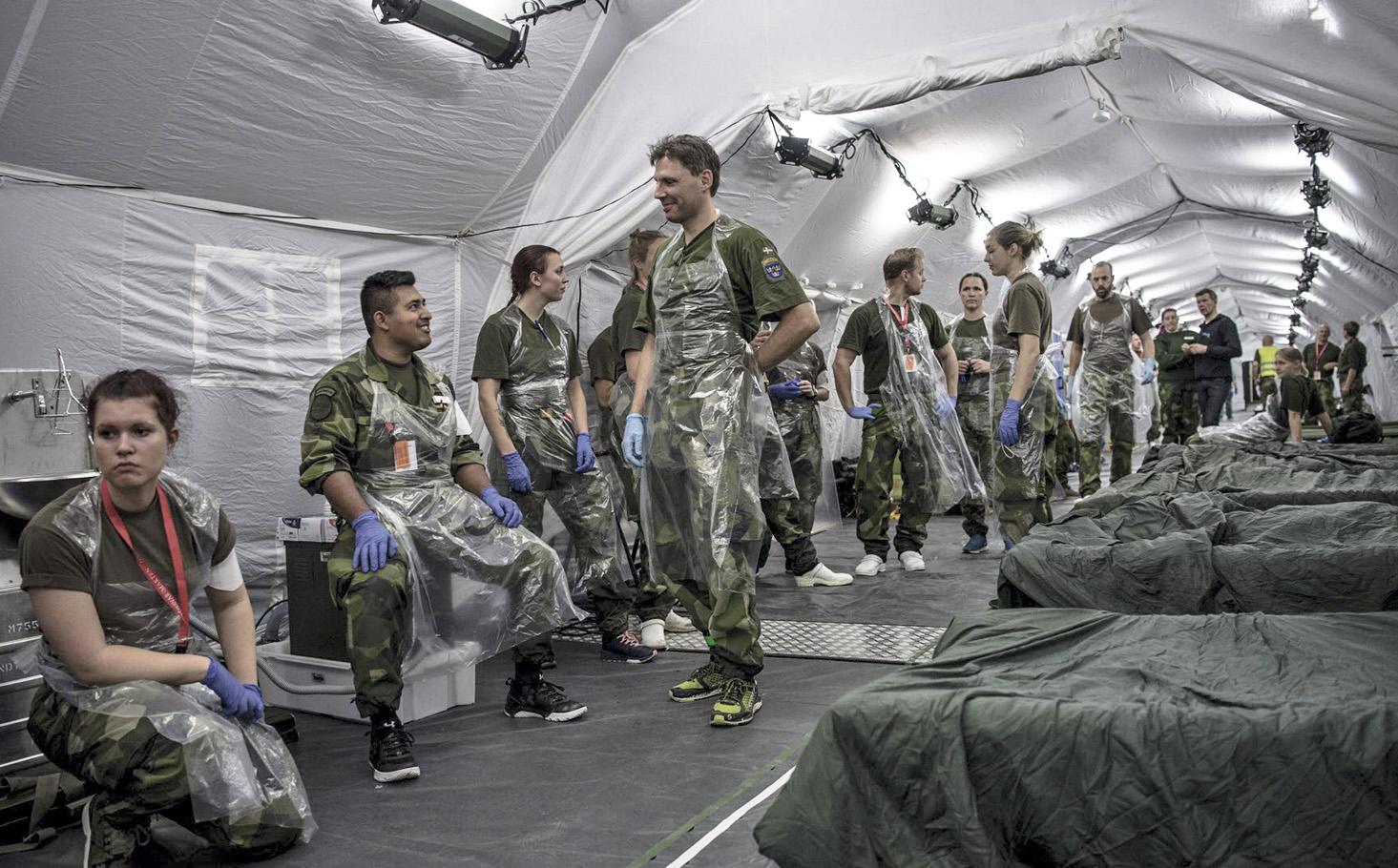 Försvarsmakten planerar flera fältsjukhus. Först byggs ett med 30 intensivvårdsplatser utanför Stockholmsmässan i Älvsjö utanför Stockholm. Bilden från ett fältsjukhus under övningen Aurora 17. Foto: Jimmy Croona/Försvarsmakten