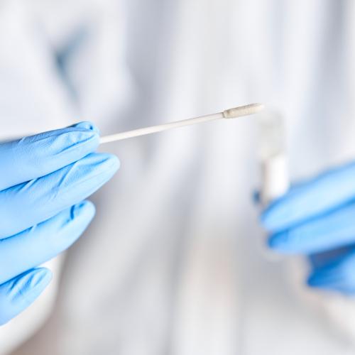 FHM skärper rekommendation om testning efter utlandsvistelse
