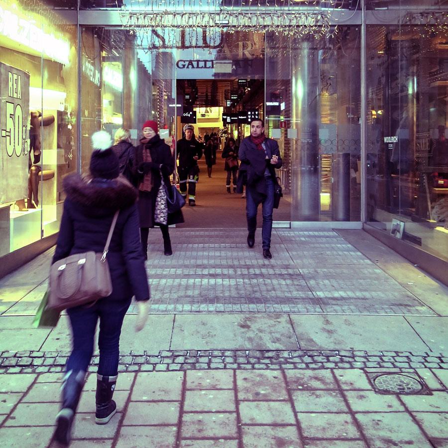 Sjukhusläkarna i Stockholm kräver munskydd i butiker