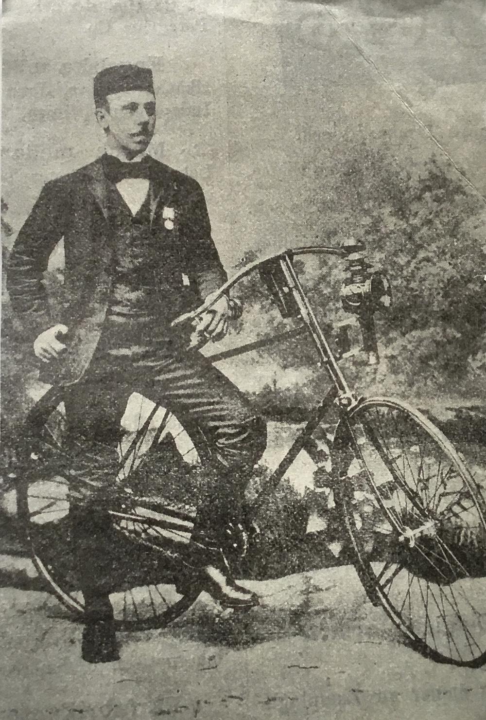 Velocipedåkningens pionjär, tillika avhoppade medicinstudenten, Casten Ivan Tisell.