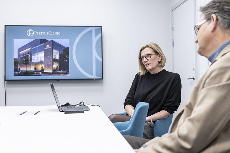 Åsa Dahm och Per-Anders Abrahamsson hoppas att kliniken ska kunna ta emot  patienter i slutet av sommaren. Foto: André de Loisted