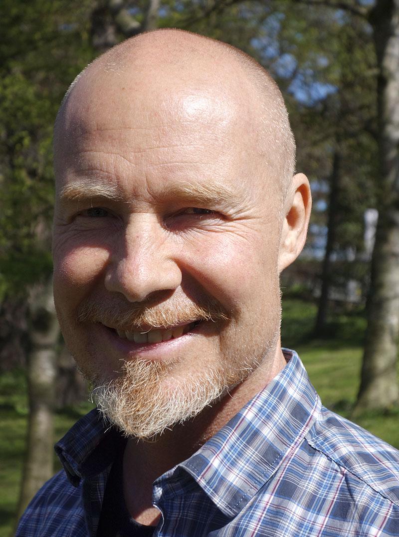 »För att bygga upp gröna öar med väl fungerande vårdcentraler så måste både ledning och medarbetare vara överens om att verkligen avgränsa uppdraget för att inte slita ut folk«, sägerTommy Bromander,distriktsläkare på Ekensbergs vårdcentral i Nyköping.