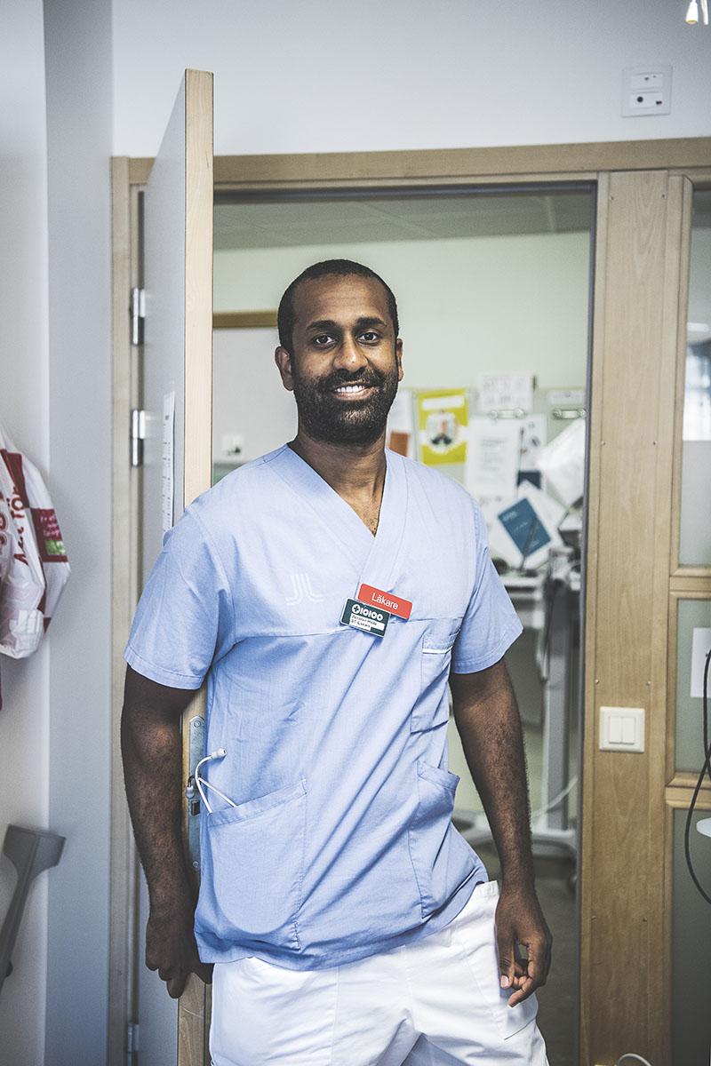 »Jag känner av att idéer tas emot väl här. Det är lyhört, vilket är viktigt«, säger ST-läkaren  Jonatan Halle, som uppskattar arbetsmiljön på Norrtälje sjukhus. Foto:Carolina Byrmo