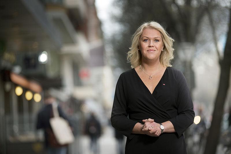 Lena Hallengren ska leda arbetet med att ta fram ett nytt sjukvårdspolitiskt program för Socialdemokraterna. Tillgängligheten kommer att vara en prioriterad fråga, och primärvårdsreformenär en viktig pusselbit. Foto: Rickard Kilström