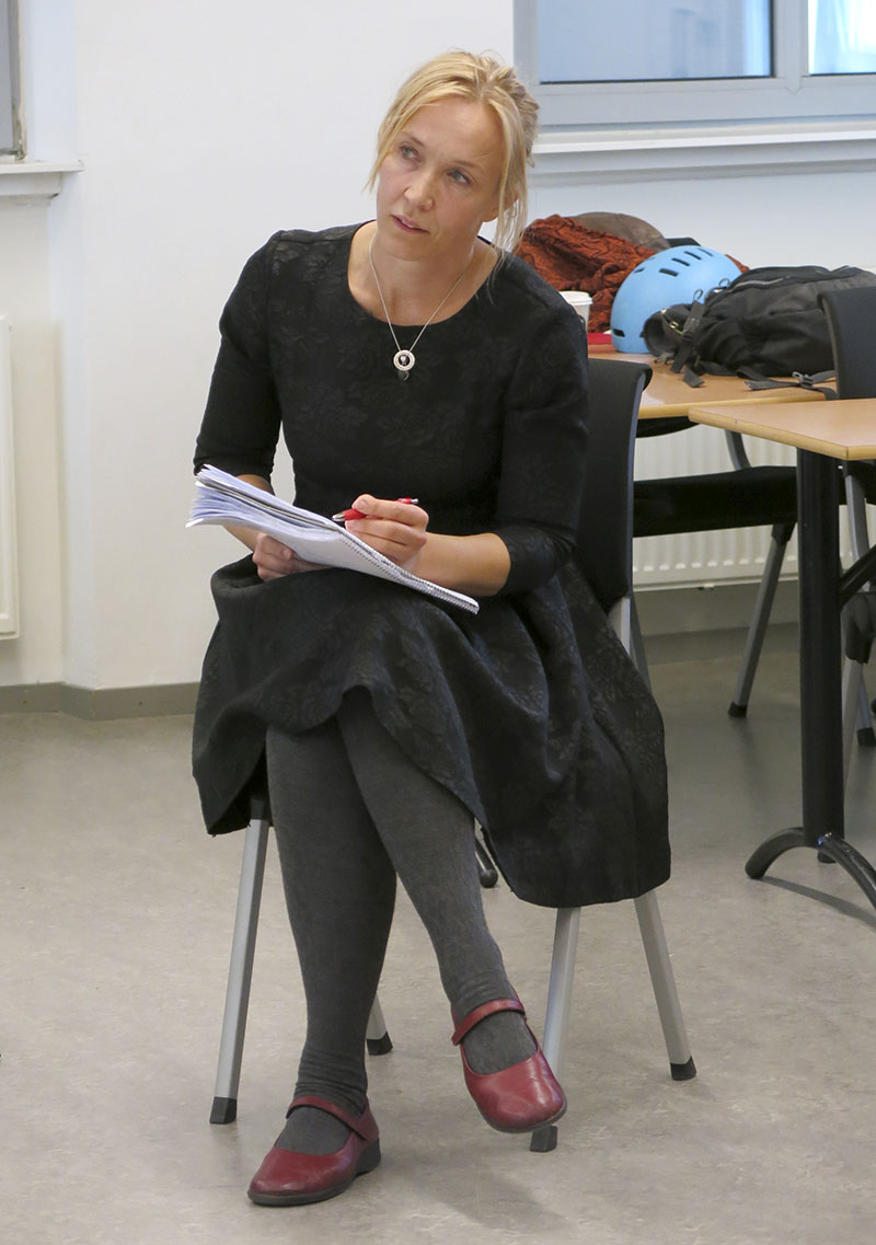 Teaterdirektör Victoria Brattström, ständigt beredd med stoppknappen: »Frys, vad är det som händer?« Foto: Henrik Sjövall