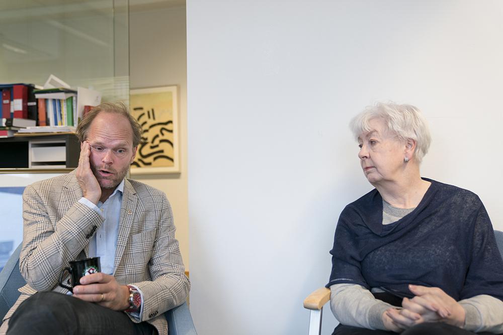 Juristen Jörgen Svidén, kanslichef på Centrala etikprövningsnämnden, arbetade tidigare på Riksdagens utredningstjänst och i regeringskansliet.Lena Berke, ordförande för Expertgruppen för oredlighet i forskning vid CEPN, är pensionerad lagman vid Stockholms tingsrätt. Foto: Göran Segeholm